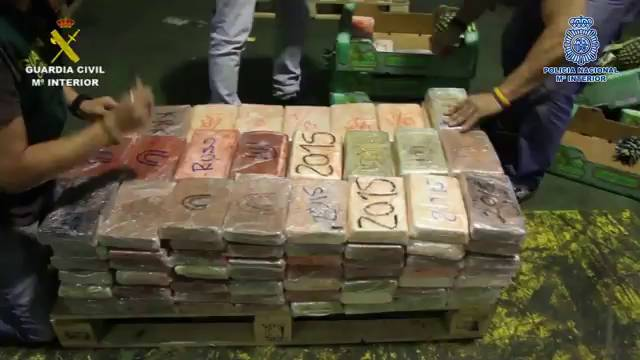 Spanien: 2,5 Tonnen Kokain in Ananascontainer entdeckt