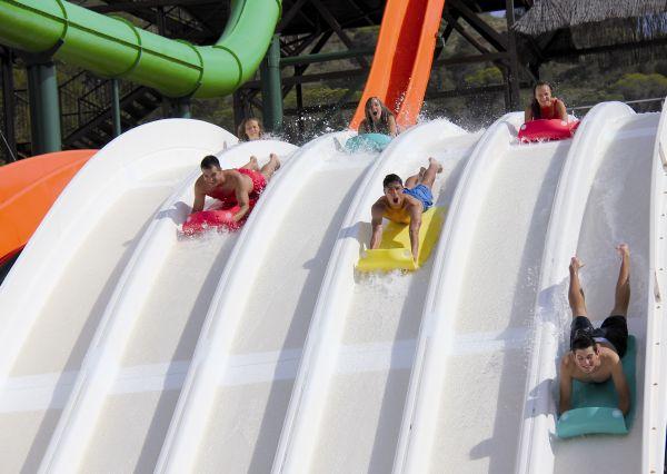 Spanien / Costa Blanca: Alle ins Wasser, Aqualandia Benidorm eröffnet die Saison