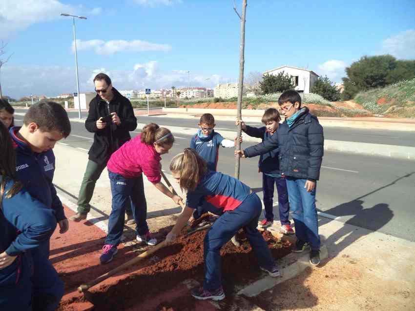 Spanien / Costa Blanca:  Baumpflanzaktionen zum Tag des Baumes in Dénia